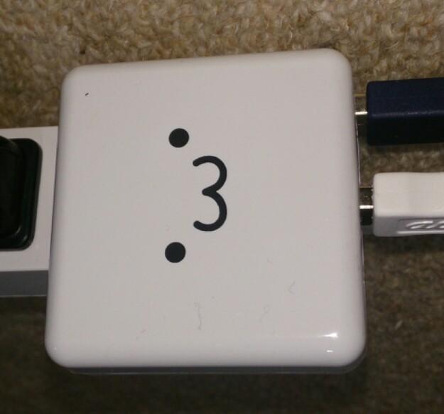 スマホとガラケー、スマホとタブレット他、二台同時に充電できるACアダプター