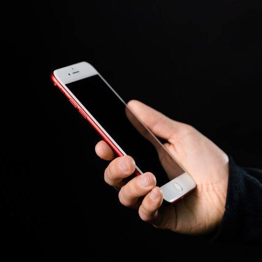 iPhoneの画面をテレビで映したい!出力方法は4つ!メリットとデメリットもご紹介!